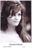 CLAUDIA CARDINALE - Film Star Pin Up - Publisher Swiftsure Postcards 2000 - Postales