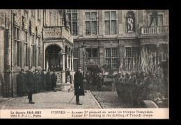MIL Guerre 1914-18, Albert Ier Passe En Revue Les Troupes Francaises à Furnes, Ed RPJC 220, 1915 - Guerre 1914-18
