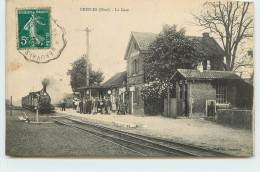 BRESLES - La Gare. - Stations With Trains