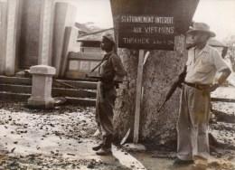 Photo De Presse Intercontinentale Guerre D' Indochine.Reprise De La Vie Normale à Thaknek M. Witck Directeur De La C.I.M - War, Military