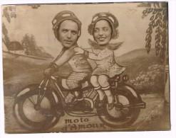 Carte Postale Coupée, Circulée En 1935, Moto D'Amour, Photo Montage Studio Surréalisme - 2 Scans - Motorbikes