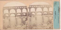 Vieille Photo Stereoscopique Provence Et Languedoc Nimes  Le Pont Du Gard Avant 1900 - Stereoscopic