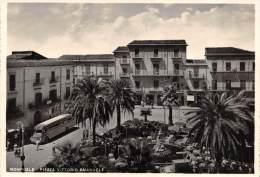 "04367 ""MONREALE - PIAZZA VITTORIO EMANUELE"" ANIMATA. TORPEDONE ANNI '50. CART. ILLUSTR. ORIG. NON SPEDITA - Italia"