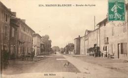 71 - ROMANECHE THORINS - MAISON BLANCHE - Route De Lyon - Autres Communes