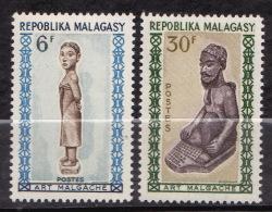 MALAGASY N� 397 / 398  NEUF*  TRACE DE CHARNIERE