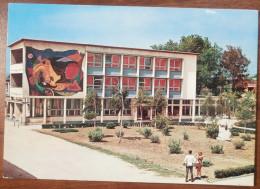 BIHAC - JNA - CULTURAL CENTER (Bosnia) Yugoslavia / Used Old Postcard, Mural - Bosnie-Herzegovine