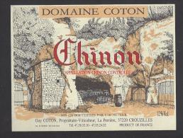 Etiquette De Vin Chinon  -  Domaine Coton  - Thème Cave Tonneaux  -  Illustrateur Mayoume  - Guy Coton à Crouzilles (37) - Labels