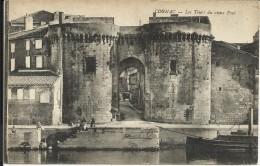 COGNAC , Les Tours Du Vieux Pont , CPA ANIMEE - Cognac