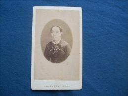Photo CDV Reynouls à Béziers  - Portrait En Médaillon Femme Agée Circa 1875  L229 - Photos