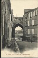 COGNAC , Porte De L'ancien Port Et Marché Saint Jacques , CPA ANIMEE - Cognac