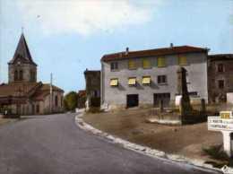 63  CHAMPAGNAT LE JEUNE Place Eglise Monument Aux Morts 1914 1918 Cure D'air Alt 700m - Altri Comuni