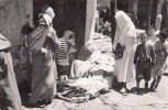 TETUAN (Maroc) - Vendedoras De Telas, Fotokarte Gel.1958, 8 F Marke - Marokko