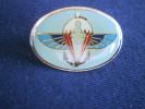 PIN´S 2 ème RPIMA (parachutiste Infanterie De Marine)  Ile De La REUNION - Pins