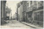 SAINT ÉTIENNE DE MONTLUC (44) - La Grande Rue Devant L'Église - Animée - Magasin De Chaussures - Saint Etienne De Montluc