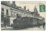 VIERZON (Cher)  Place De La Gare - Arrêt Du Tramway De L'Indre Devant L'Hôtel De Bordeaux - Gros Plan - Animée - Vierzon