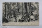 Old France Postcard - Bois De Meudon - Clamart - Arrivee De La Fontaine Sainte Marie - Animé - Francia