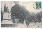 Doubs 25 - BESANCON Le Monument Proudhon Et L'entrée Du Casino Avec Animation Statue Rue Pietons - Besancon
