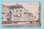 BERGUES 1911 -- Caserne Leclaire Animée - Bergues