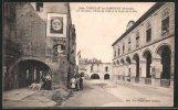 CPA Cadillac-sur-Gargonne, Les Arceaux Avec Reklameplakaten, Hôtel De Ville Et Porte De La Mer - Cadillac