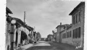 VILLEFRANCHE-D'ALBIGEOIS LES ECOLES AU 1 ER PLAN POMPE A ESSENCE - Villefranche D'Albigeois