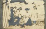 A identifier - Carte photo - Femme - Chapeaux - Femmes avec chapeau - Enfants - Sur une plage - �tat