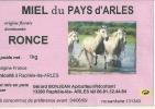 ETIQUETTE MIEL ABEILLES 13 ARLES CHEVAUX  CAMARGUE  PUBLICITE COLLECTION METIER MIEL APICULTEUR RUCHE PROVENCE CAMARGUE - Other