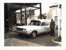 """Photo - Voiture Ford Ambulance - Porte La Mention """"clinique Joseph Wauters Waremme"""" Sur Le Côté - Automobile"""