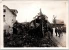 Photographie Originale - OULCHES (02) Soldats Francais à L'entrée Du Village - Guerre, Militaire