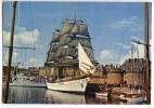 SAINT-MALO - Grand Voilier Dans Le Bassin Devant Les Remparts - écrite Non Timbrée - 2 Scans - Saint Malo