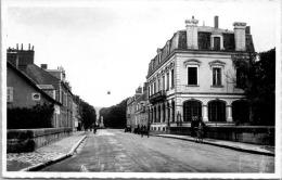 18 SAINT AMAND MONTROND - Rue Nationale -- La Poste. --- - Saint-Amand-Montrond