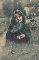 """ENFANTS - LITTLE GIRL - MAEDCHEN - Jolie Carte Fantaisie Portrait Fillette Sous La Neige De """"Bonne Année  """" - Nouvel An"""