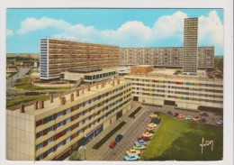 CPM - LA COURNEUVE CITE DE LA TOUR - Place Georges Braque - Vieille Voiture Ancienne - La Courneuve