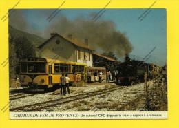 CPM 06 CHEMIN DE FER DE PROVENCE UN AUTORAIL CFD DEPASSE LE TRAIN A VAPEUR A ENTREVAUX - Stations - Met Treinen