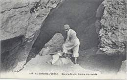 Au Bord De L'Océan - Dans La Grotte, Cabine Improvisée - Natation