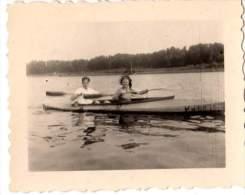 Photo Originale Bateau - Couple au Cano� en BOIS -