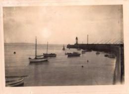 Photo Originale Bateau - Digue, Port, Pêche, Bateaux De Pêche, Voiliers, Phare En Bout De Jetée - Bretagne ? - Schiffe