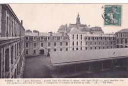 CPA 37 @ TOURS @ LYCEE DESCARTES En 1911 : Aile Sud Du 17 Eme Siècle - Grande Cour Des élèves Et Préau - Tours