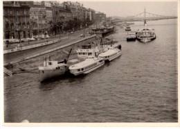 Photo Originale Bateau - Bateaux � quai en Allemagne - Pont - Ville - Boote in Deutschland angedockt - Bridge - City -
