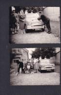Lot Deux Photo Originale à Situer Famille Autour De Voiture Simca Aronde Immatriculée Dans L' Ain 37 CM 01 - Cars