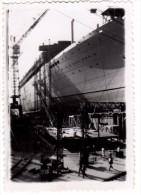 """Photo Originale Bateau - 17 JUILLET 1951 - Chantier Naval - """" Le Bretagne """" - Cale s�che - Ouvriers m�tallos"""