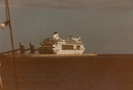 Photo Originale Bateau - Ferry Boat - Paquebot de tourisme - car Ferry -