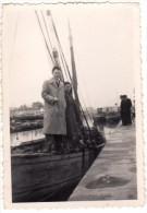 Photo Originale Bateau - Arriv�e au port, Ancien voilier � quai, Couple avec Bateau vapeur en fond -