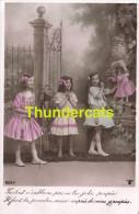 CPA PETITE FILLE CAMERA POUPEE ** RPPC REAL PHOTO POSTCARD LITTLE GIRL CAMERA DOLL - Groepen Kinderen En Familie