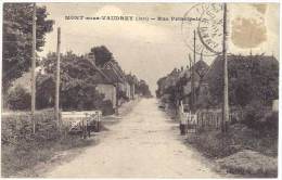 Mont Sous Vaudrey - Rue Principale ( Passage à Niveau ) - France