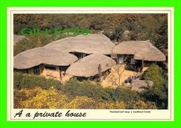 CORÉE DU SUD, SOUTH KOREA - A PRIVATE HOUSE, THATCHED-ROOF ATOP A TRADITIONAL HOUSE - DIMENSION 12 X 17 CM - - Corée Du Sud