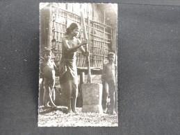"CAMBODGE  - Carte Photo SUD ANNAM "" Femme Pilant Le Riz "" - Lot N° 10088"