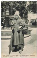 Saint-Junien: paysanne des environs venue � l'Ostension, beau plan