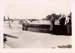 Photo Originale de Morges (1100) en Suisse en 1939 - La rade et ses bateaux, Voiliers, p�che interdite -