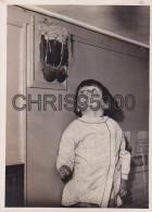 PHOTO PRESSE ANCIENNE - NEUILLY SUR MARNE 94 - NID HIRONDELLES SUR SONNERIE TELEPHONE DANS LA GENDARMERIE - OISEAUX