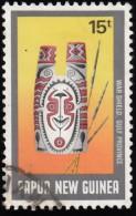 PAPUA NEW GUINEA - Scott #677 War Shield / Used Stamp - Papua Nuova Guinea